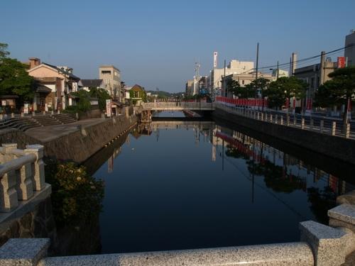 松江城を望む